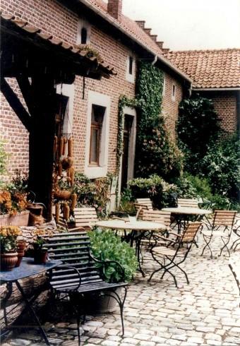 Binnenkoer met terras in 1998